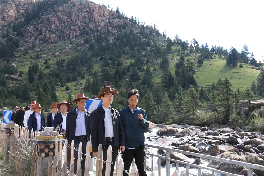甘霖率队在甘孜州调研文化旅游工作